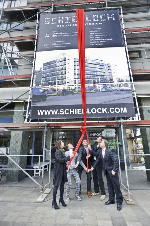 The official opening of the Schieblock in 2009 with Elma van Boxtel and Kristian Koreman (ZUS) alderman Hamit Karakus, developer Robbart Valk (LSI) and Marcus Fernhout (CODUM). Image courtesy of ZUS.