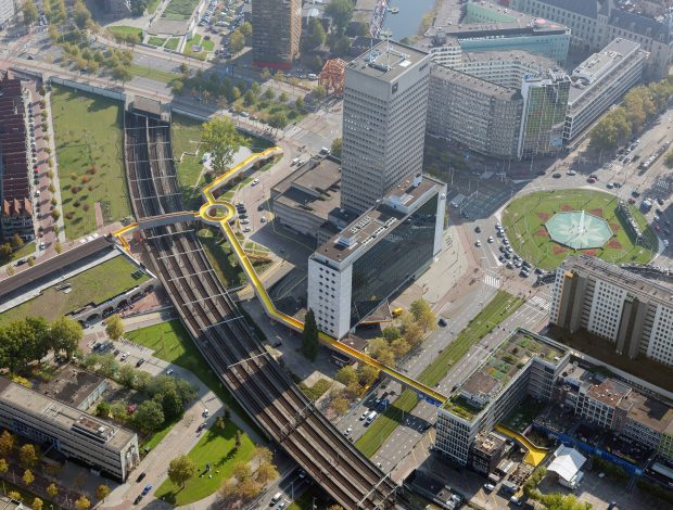 Luchtsingel and the Schieblock in the landscape of Rotterdam. Photo by Ossip van Duivenbode. Image courtesy of ZUS.